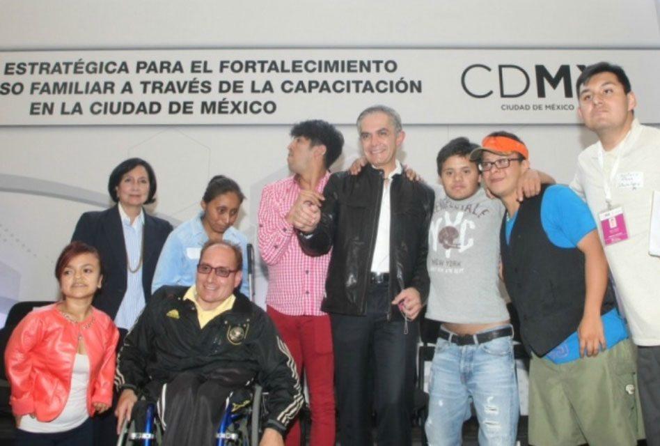 Apoyará Acción Estratégica para el Fortalecimiento del Ingreso Familiar en la CDMX a personas con discapacidad