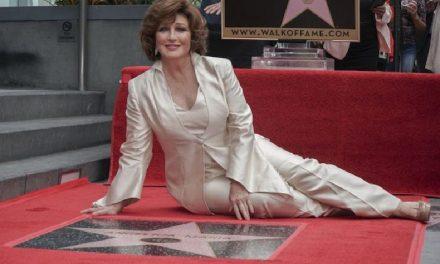 Angélica María devela estrella en Hollywood