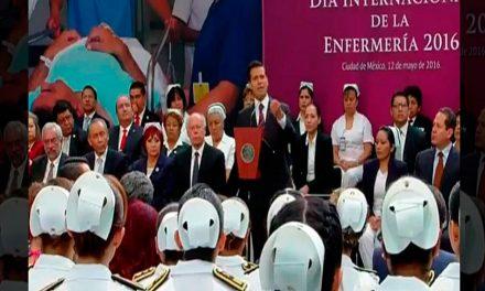 Peña Nieto encabeza ceremonia por Día de la Enfermería