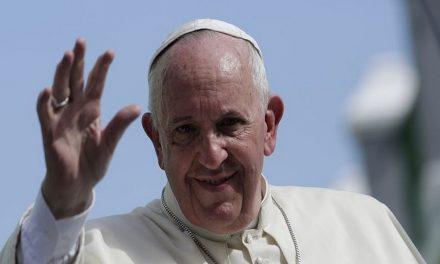 El papa Francisco publica mensaje escrito a mano
