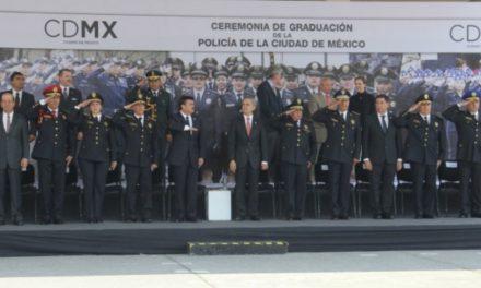 Cuenta CDMX con 907 nuevos policías para proteger a la población