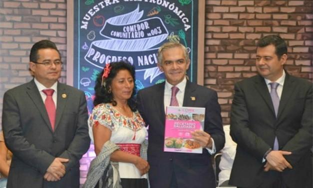 Entrega de recetario saludable para comedores comunitarios