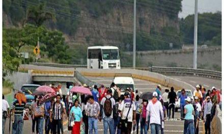 CNTE libera carreteras en Oaxaca