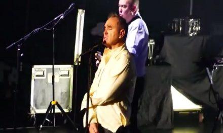 Morrissey canta al son de los Ramones