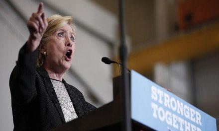 Clinton acusa a Trump de ayudar a grupo EI