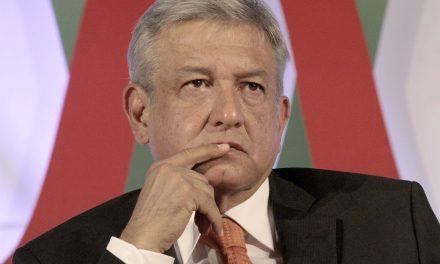 AMLO pide 'frenar la caída de EPN'