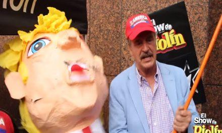 """""""¡Totalmente vacío, no tiene cerebro!"""" dice Fox al romper la cabeza-piñata de Trump"""