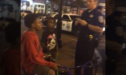 Causa indignación interrogatorio a niños de color por policías blancos en EEUU