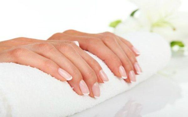 Revive tus uñas y píntalas en 5 minutos