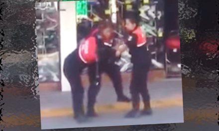 """Mujeres policías se agarran a golpes en plena vía pública ¡Como en la """"AAA""""! #LadyPolicías"""
