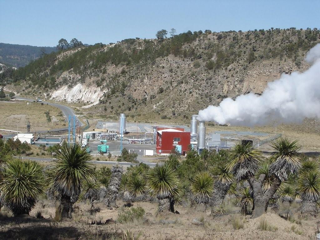 """Imagen: central geotérmica """"Los Humeros"""" ubicada en Puebla dentro de una caldera volcánica."""