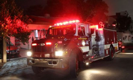 Lanzan bomba molotov a casa de Monterrey