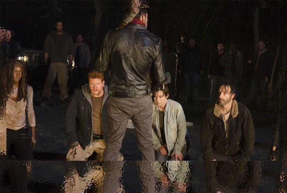 """Escalofriante nuevo capítulo de """"The Walking Dead"""" de la temporada 7 ¡Mira las reacciones de la gente!"""