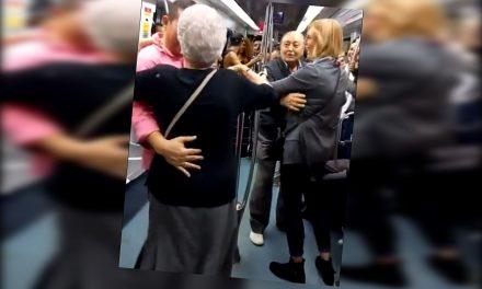 """Abuelitos bailan al ritmo de """"hip-hop"""" en el metro ¡Intercambiando parejas!"""