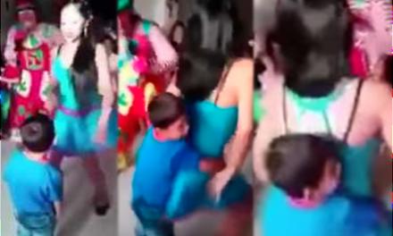 """¡Vergonzoso! Animadoras """"perrean"""" con niños en fiesta infantil"""