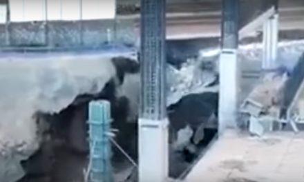 Se derrumba banqueta en Periférico Sur (video)