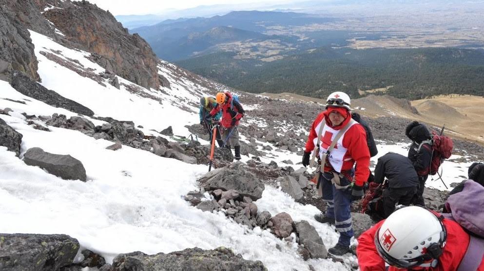 Foto: Equipo de rescate alpino de la Cruz Roja realizando labores de rescate en el Nevado de Toluca.