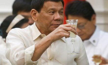 Presidente de Filipinas confesó asesinatos; podría ser destituido