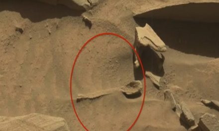 NASA encuentra objeto similar a una cuchara en Marte (video)