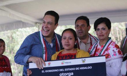 """""""Duerman con ropa, que producen mucho chamaco"""" dice Gober de Hidalgo a mujeres indígenas"""