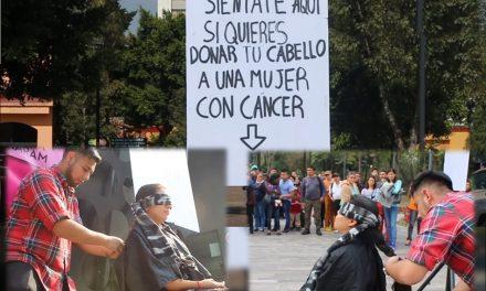 """""""Siéntate aquí si quieres donar tu pelo a una mujer con cáncer"""", decía letrero ¿Qué sucedió?"""