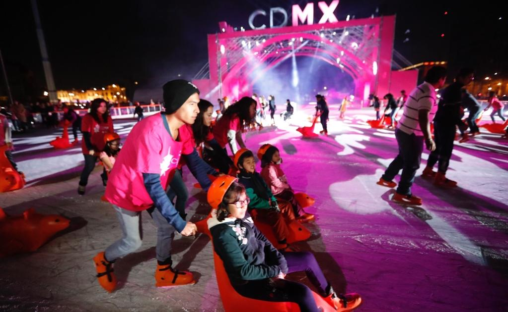 Inauguraron pista de hielo en Zócalo capitalino
