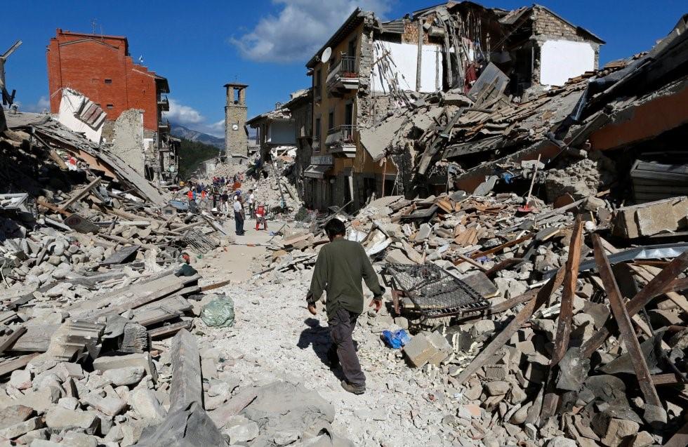 Imagen: gran devastación en construcciones con siglos de antigüedad en la zona central de Italia.