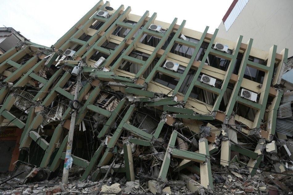 Imagen: estructura colapsada en la zona del epicentro en Ecuador.