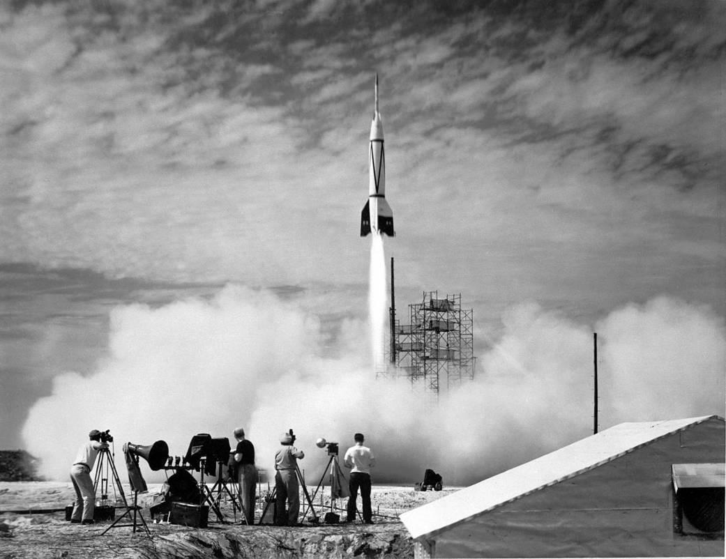 Imagen: cohete V2, el primero lanzado al espacio durante 1950.