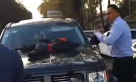 VIDEO | Encuentra a su esposa con otro ¡en su propia camioneta!