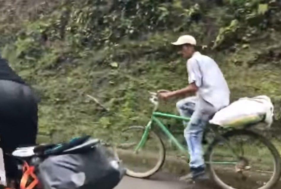 Campesino de 63 años deja en ridículo a triatletas (video)
