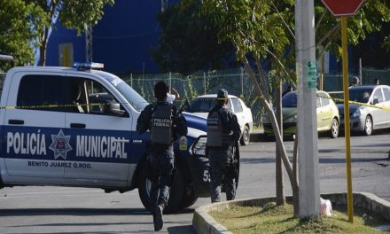 Grupo armado balea fiscalía de Cancún, tres muertos