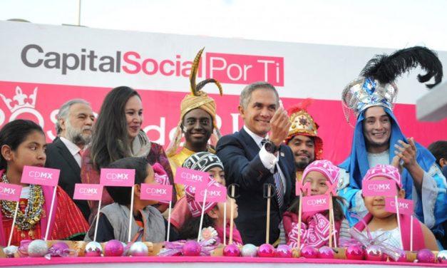 Celebra CDMX llegada de Melchor, Gaspar y Baltasar con Monumental Rosca de Reyes