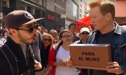 Conan O'Brien está en México y pidió dinero para construir el muro ¡Ni te imaginas que depositaron!