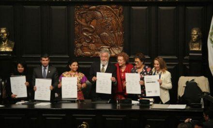 Celebra CDMX aprobación de su Constitución