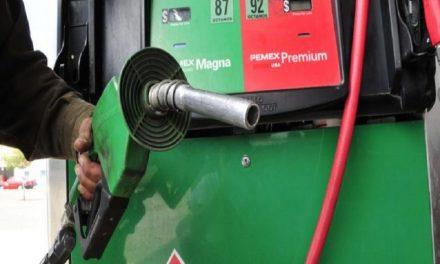 Taxistas exigen descuentos y vales por gasolinazo