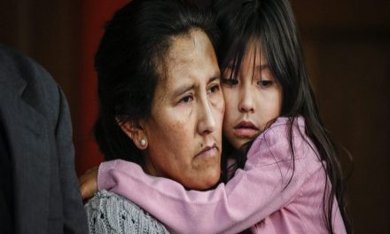 Mexicana se refugia en iglesia de EU para no ser deportada