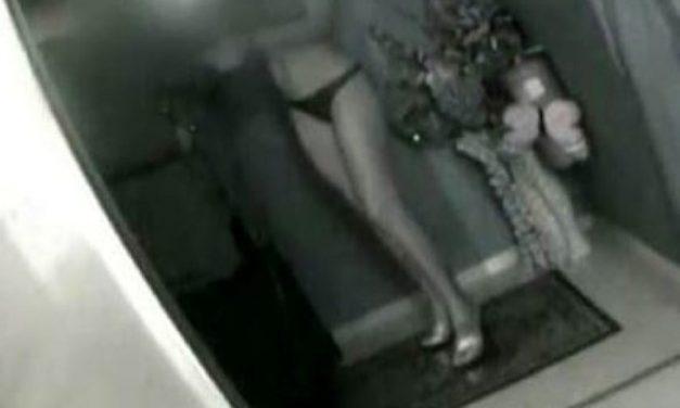 """Captan en video a cura en club nocturno con prostitutas """"Peco, pero luego me confieso"""" (dice)"""