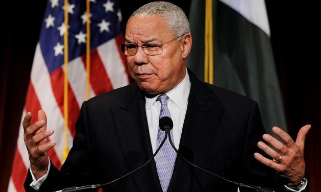 Collin Powell insta a México a defenderse de Trump
