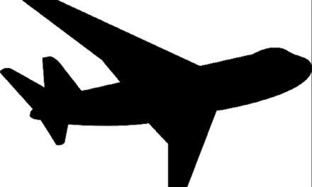 Aerolínea niega abordaje a dos mujeres por vestir mallas