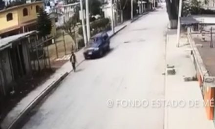 Atropella intencionalmente a una mujer y se fuga (video)