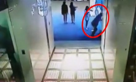 Joven se arroja desde el cuarto piso ¡Para ir tras su celular que se había caído!