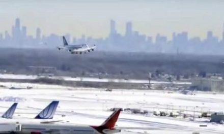 Cancelan vuelos por tormenta invernal en EU