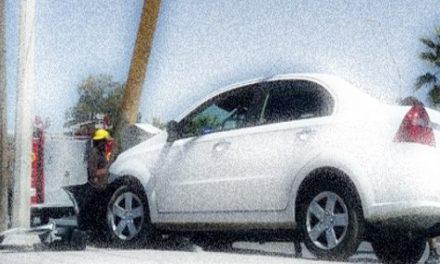 Mujer al volante se desmaya y choca contra poste…¡Porque estaba a dieta!