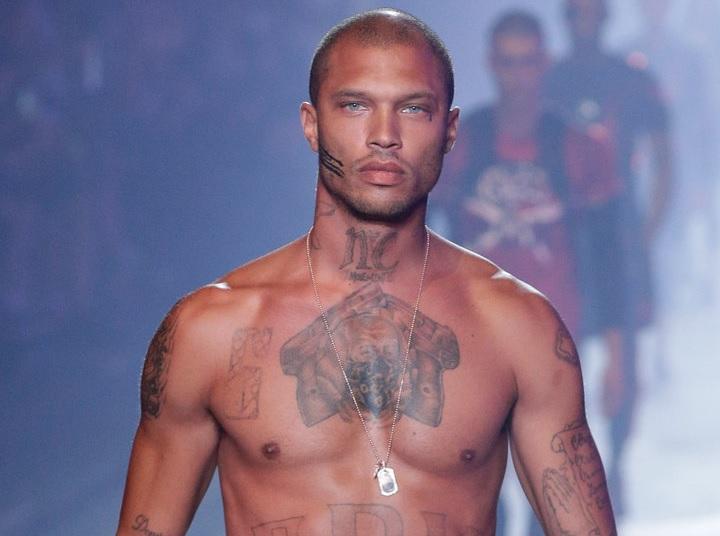 Desfila en Milán el 'ladrón más guapo del mundo'