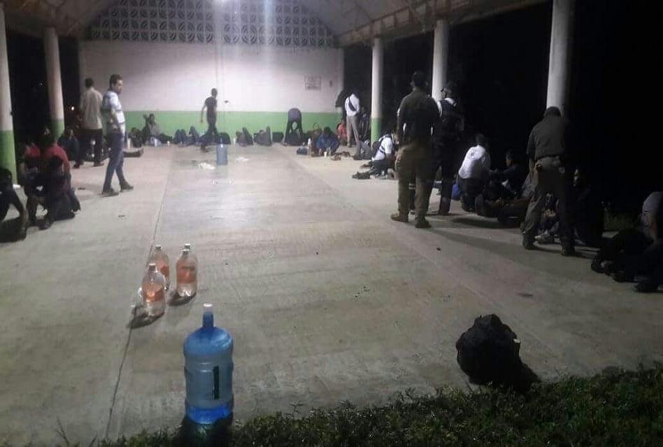 Abandonan a 170 migrantes en el norte de Veracruz