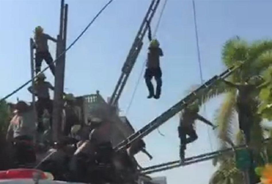 Caen Bomberos en Puerto Vallarta durante desfile; hay lesionados