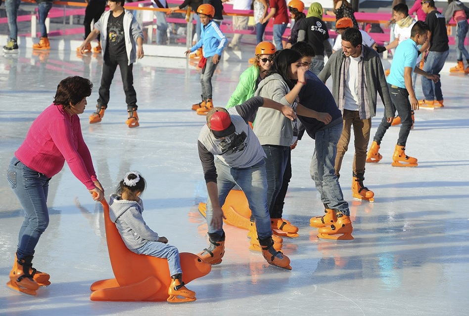 Instalan pista de hielo en la Glorieta de Insurgentes