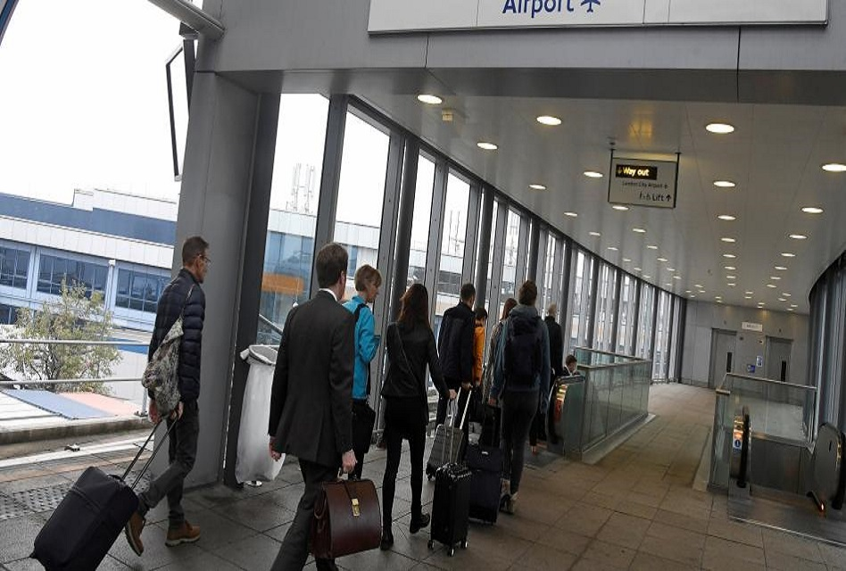 Cierran aeropuerto de Londres tras encontrar bomba de la II Guerra Mundial