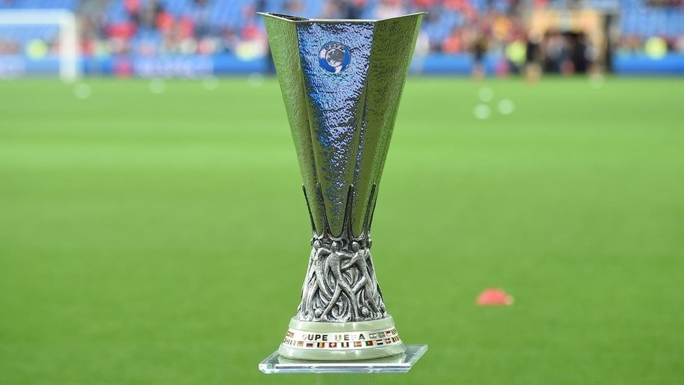 Roban trofeo de la Europa League